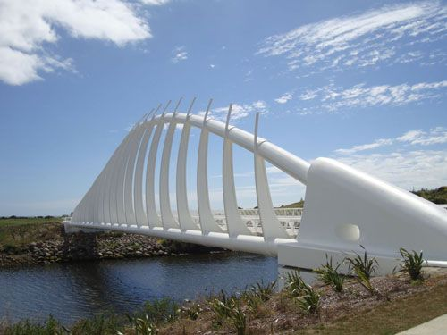 rewarewa-bridge-on-the-coastal-walkway-new-plymouth