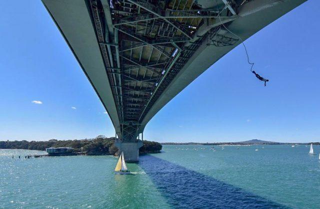 saut-elastique-habour-bridge-auckland